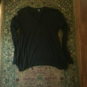 Black thin gap v neck sweater, small